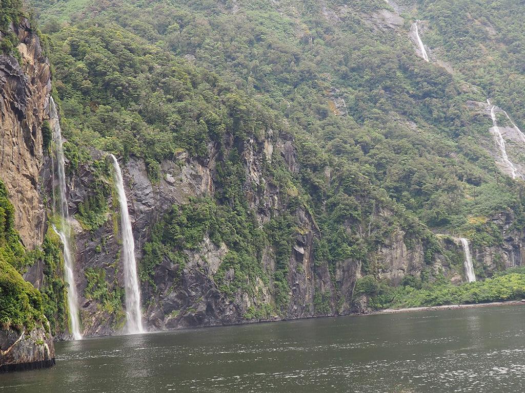 Itinéraire 3 semaines: les cascades en croisière dans les Milford Sound en Nouvelle-Zélande