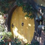 Porte d'une maison à Hobbiton en Nouvelle-Zélande